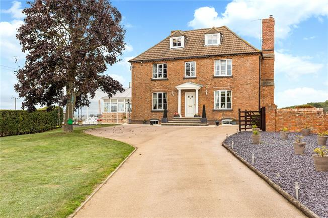 Asking Price £1,350,000, 5 Bedroom Detached House For Sale in Hucclecote, GL3
