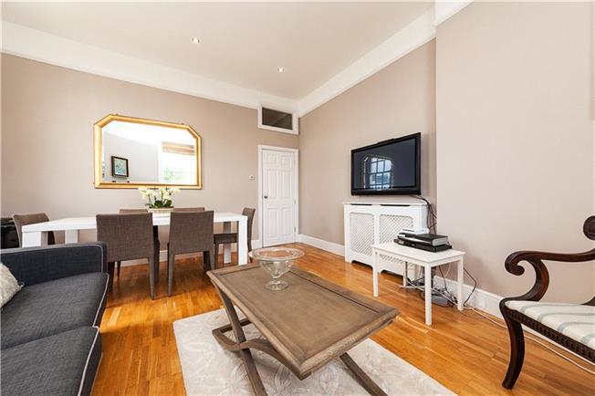 Asking Price £885,000, 2 Bedroom Flat For Sale in London, SW1V