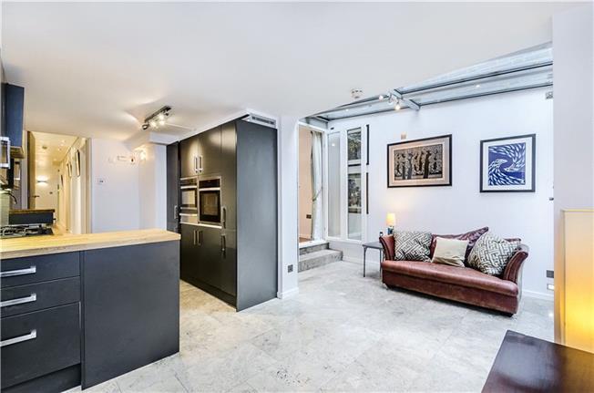 Asking Price £850,000, 2 Bedroom Flat For Sale in London, SW1V