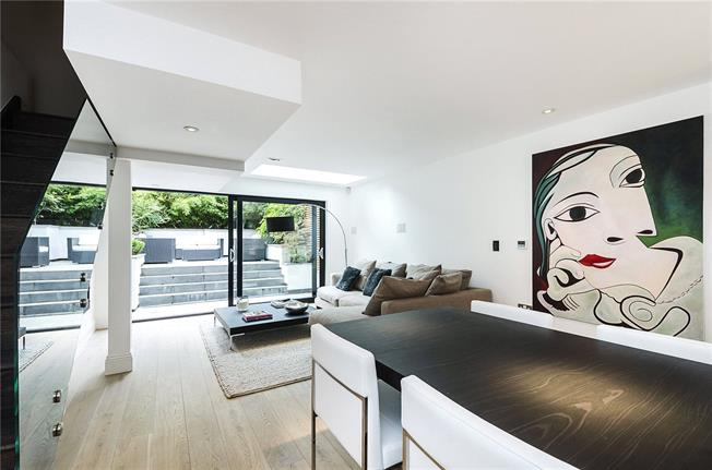 Asking Price £2,575,000, 3 Bedroom Terraced House For Sale in London, SW1V