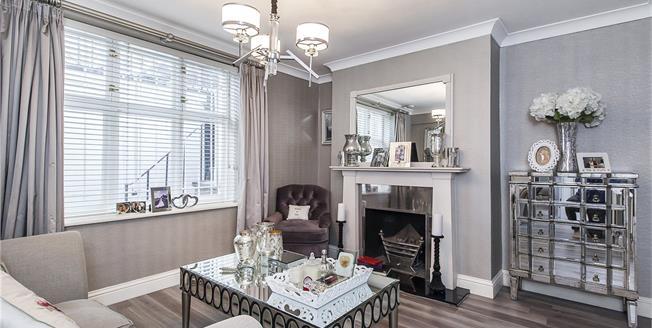 Asking Price £875,000, 2 Bedroom Flat For Sale in London, SW1V
