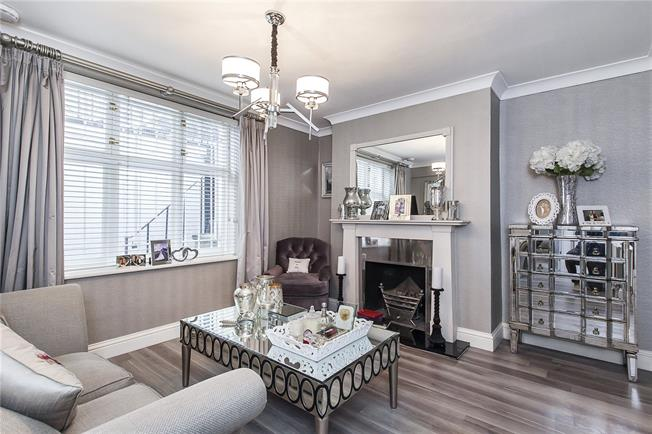 Asking Price £875,000, 2 Bedroom Flat For Sale in London, SW1V