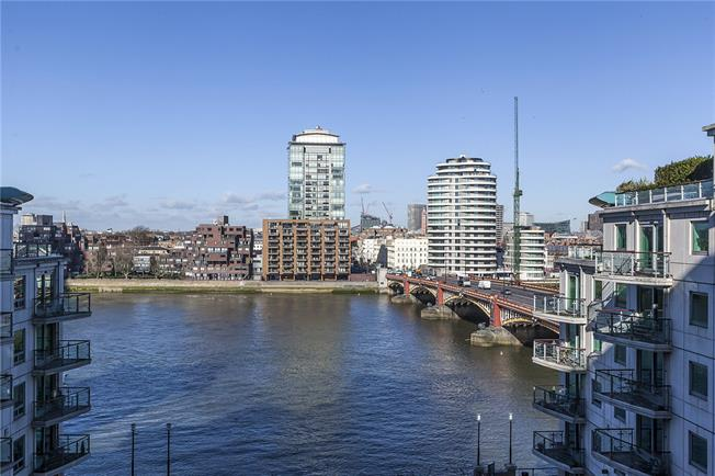 Asking Price £699,000, 1 Bedroom Flat For Sale in London, SW8