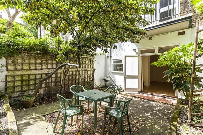 Asking Price £695,000, 1 Bedroom Flat For Sale in London, SW1V