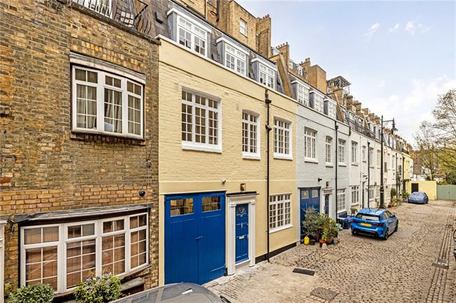 Asking Price £1,575,000, 3 Bedroom Mews House For Sale in London, SW1V