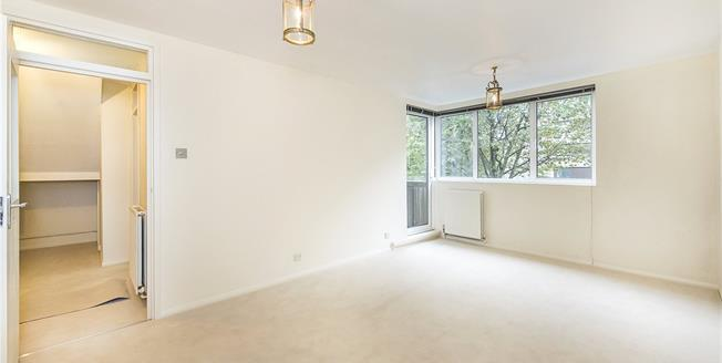 Asking Price £695,000, 2 Bedroom Flat For Sale in London, SW1P