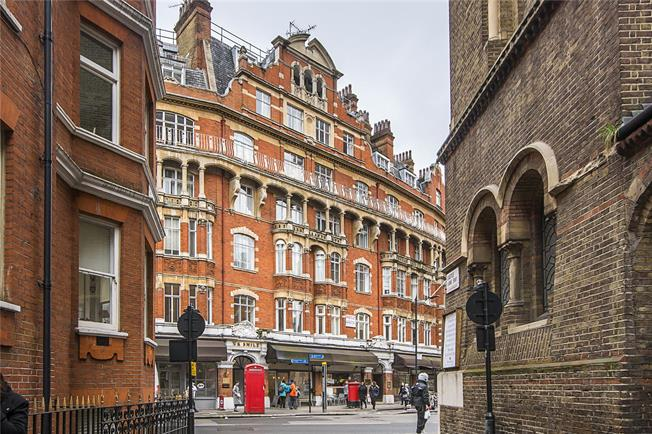 Asking Price £1,100,000, 2 Bedroom Flat For Sale in London, SW1E