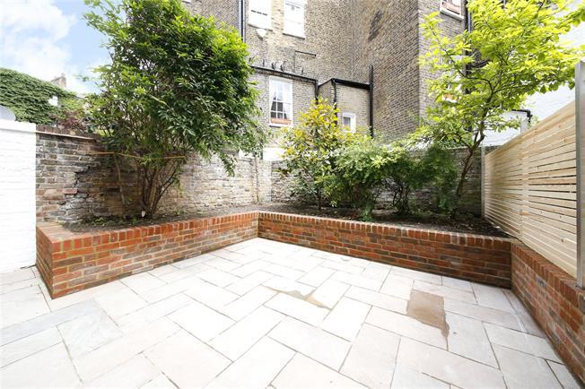 Asking Price £950,000, 2 Bedroom Flat For Sale in London, SW1V