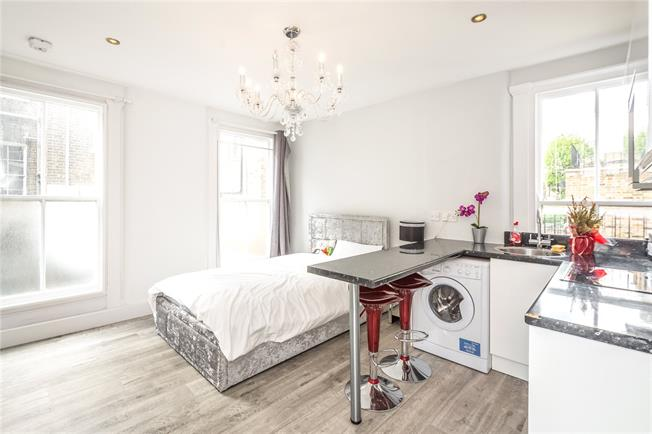 Asking Price £350,000, Flat For Sale in London, SW1V
