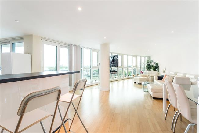 Asking Price £1,375,000, 3 Bedroom Flat For Sale in London, SW8