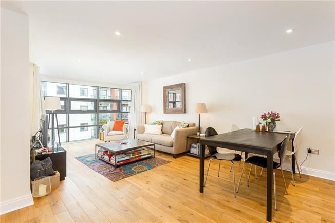 Asking Price £925,000, 2 Bedroom Flat For Sale in London, SW1P
