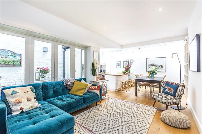 Asking Price £975,000, 3 Bedroom Flat For Sale in London, SW1V