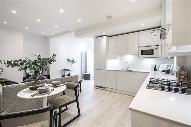 Asking Price £750,000, 2 Bedroom Flat For Sale in London, SW1V