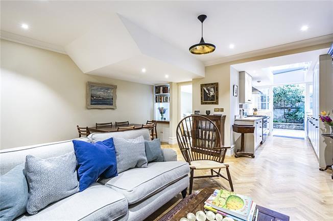 Asking Price £895,000, 3 Bedroom Flat For Sale in London, SW1V