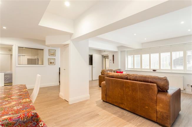 Asking Price £1,300,000, 4 Bedroom Flat For Sale in London, SW1V