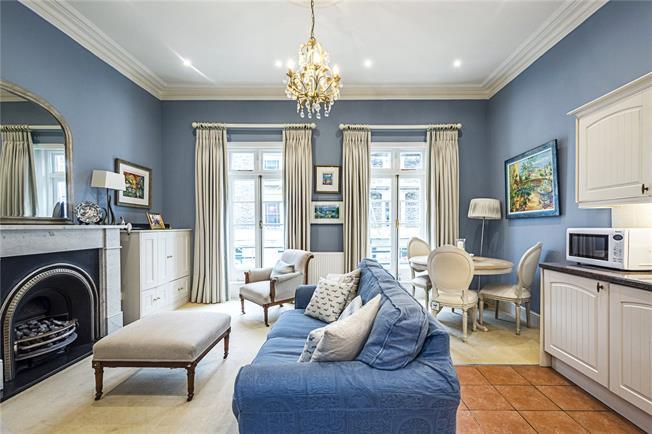 Asking Price £695,000, 2 Bedroom Flat For Sale in London, SW1V