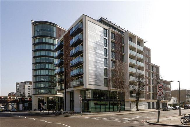 Asking Price £750,000, 2 Bedroom Flat For Sale in London, SW15