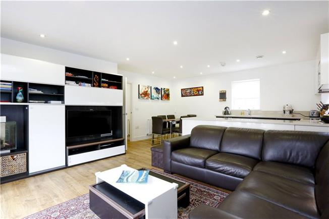 Asking Price £535,000, 2 Bedroom Flat For Sale in London, SW15