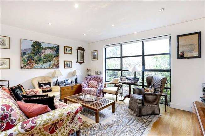 Asking Price £745,000, 2 Bedroom Mews House For Sale in London, SW15