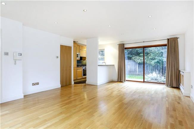 Asking Price £795,000, 2 Bedroom Mews House For Sale in London, SW15
