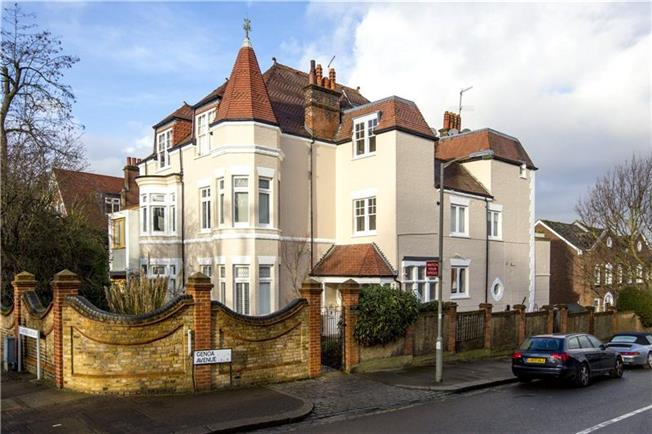 Asking Price £829,950, 3 Bedroom Flat For Sale in London, SW15