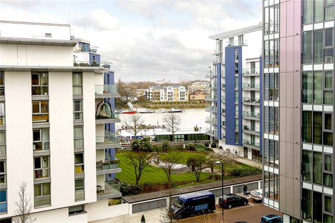 Asking Price £699,950, 2 Bedroom Flat For Sale in London, SW18
