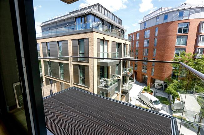 Asking Price £625,000, 2 Bedroom Flat For Sale in London, SW15