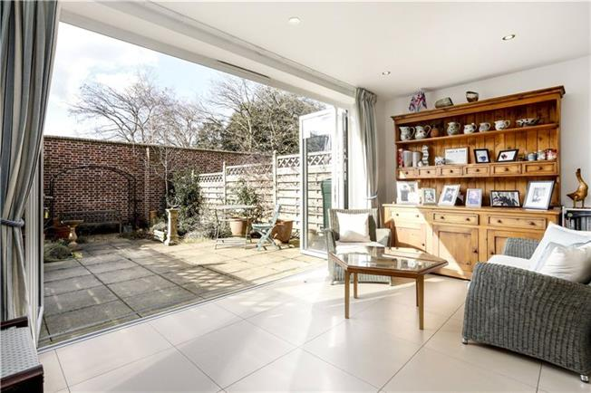Asking Price £1,195,000, 4 Bedroom For Sale in London, SW15