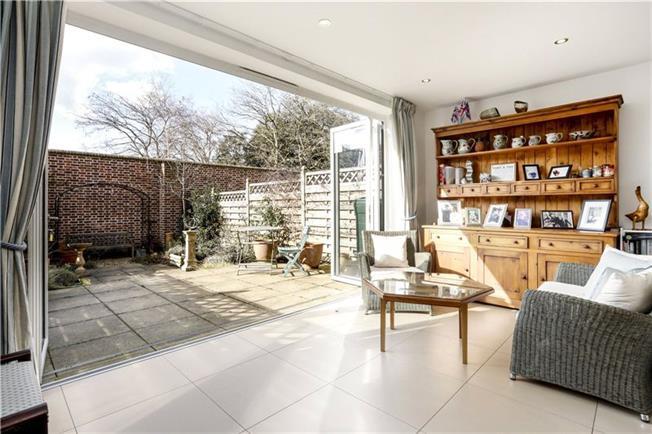 Asking Price £1,195,000, 4 Bedroom For Sale in London, SW15