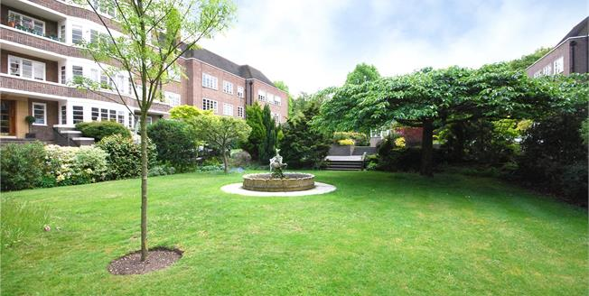 Asking Price £675,000, 3 Bedroom Flat For Sale in London, SW15
