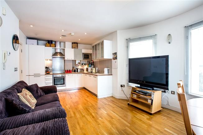 Asking Price £489,950, 2 Bedroom Flat For Sale in London, SW15