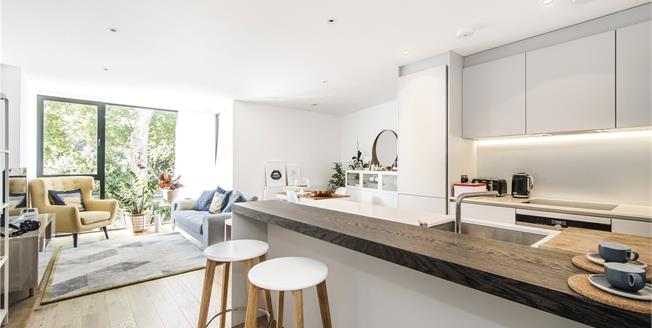 Asking Price £950,000, 3 Bedroom Flat For Sale in London, SW15