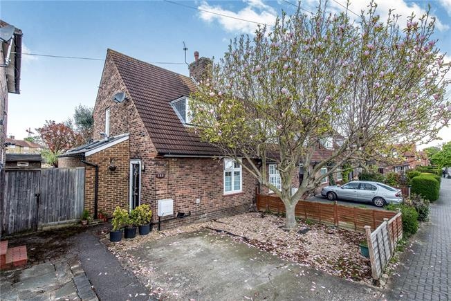 Asking Price £600,000, 2 Bedroom Semi Detached House For Sale in London, SW15