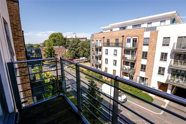 Asking Price £166,250, 3 Bedroom Flat For Sale in London, SW15
