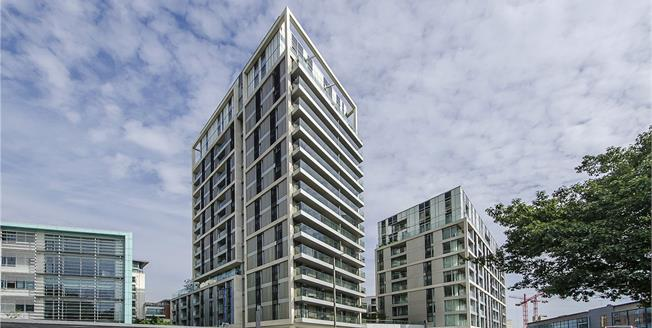 Asking Price £699,000, 3 Bedroom Flat For Sale in London, SW18