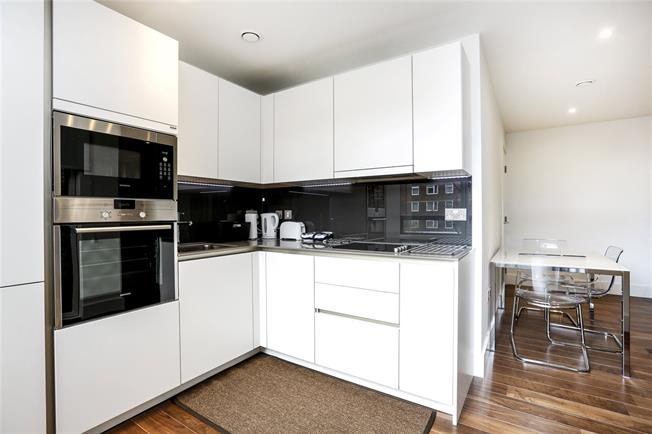 Asking Price £685,000, 2 Bedroom Flat For Sale in London, SW15