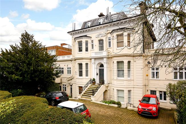 Asking Price £669,950, 2 Bedroom Flat For Sale in London, SW15