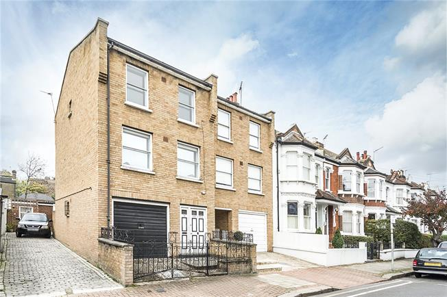 Asking Price £799,950, 3 Bedroom Semi Detached House For Sale in Putney, SW15