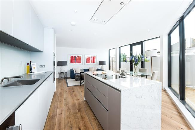 Asking Price £700,000, 2 Bedroom Flat For Sale in London, SW15