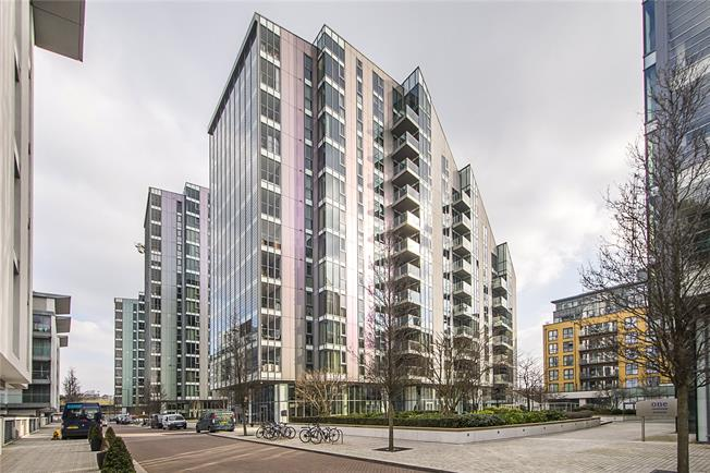 Asking Price £689,950, 2 Bedroom Flat For Sale in London, SW18