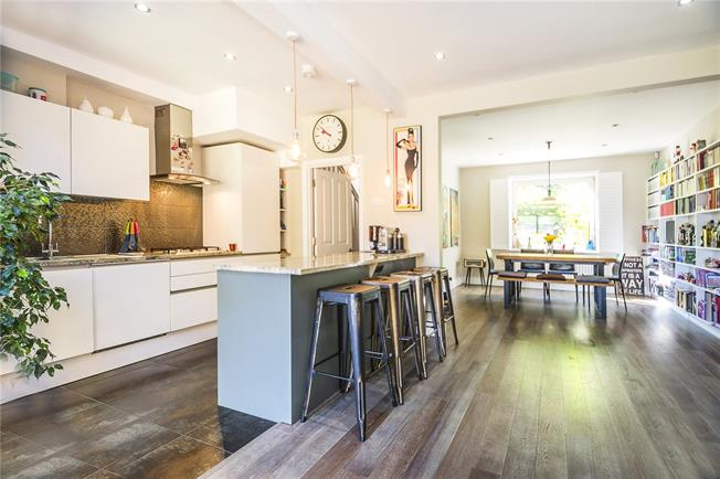 Asking Price £800,000, 4 Bedroom House For Sale in London, SW15
