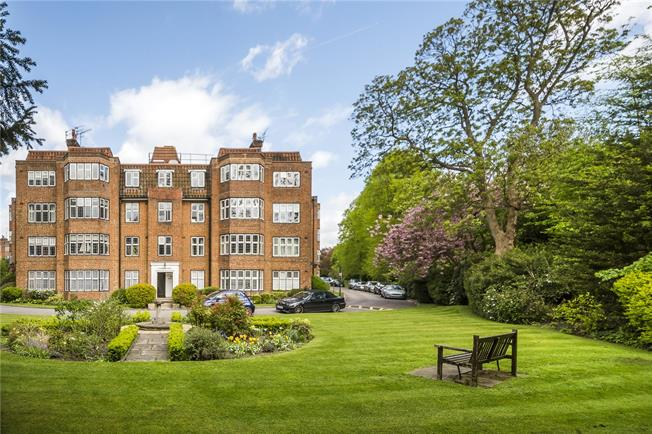 Guide Price £799,950, 4 Bedroom Flat For Sale in London, SW15