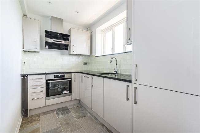Asking Price £350,000, 1 Bedroom Flat For Sale in London, SW15