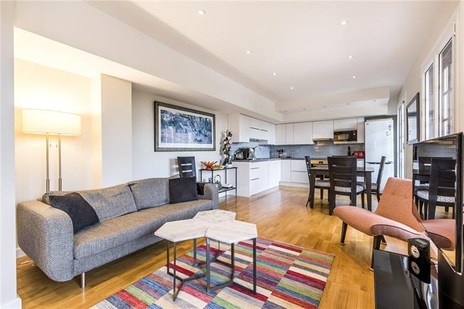Asking Price £735,000, 3 Bedroom Flat For Sale in London, SW15