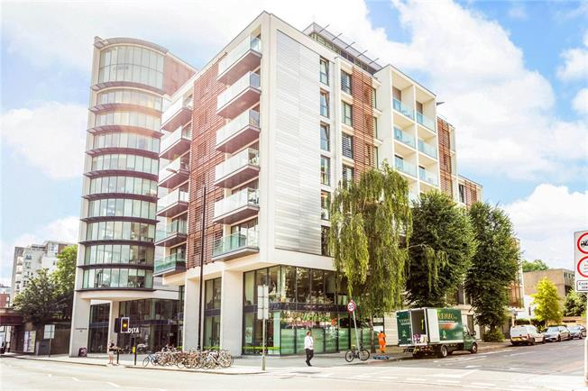 Asking Price £500,000, 1 Bedroom Flat For Sale in London, SW15
