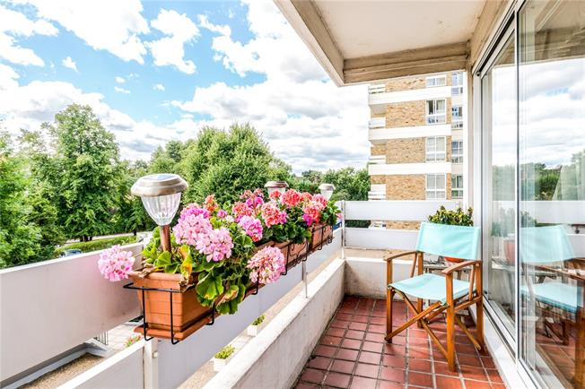 Asking Price £550,000, 3 Bedroom Flat For Sale in London, SW15