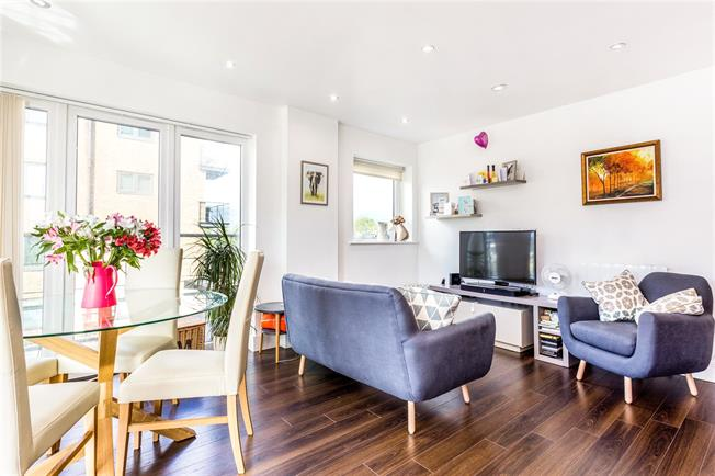 Asking Price £500,000, 2 Bedroom Flat For Sale in London, SW15