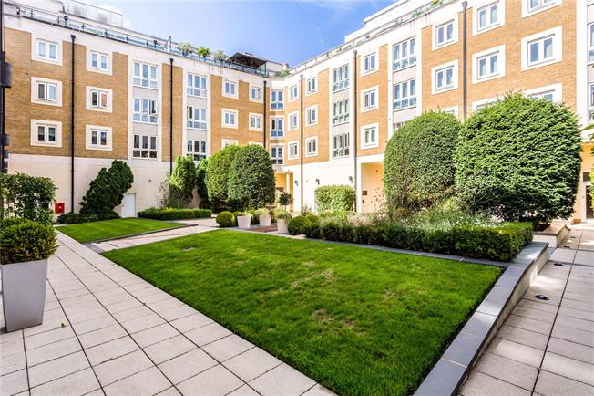 Asking Price £565,000, 2 Bedroom Flat For Sale in London, SW15