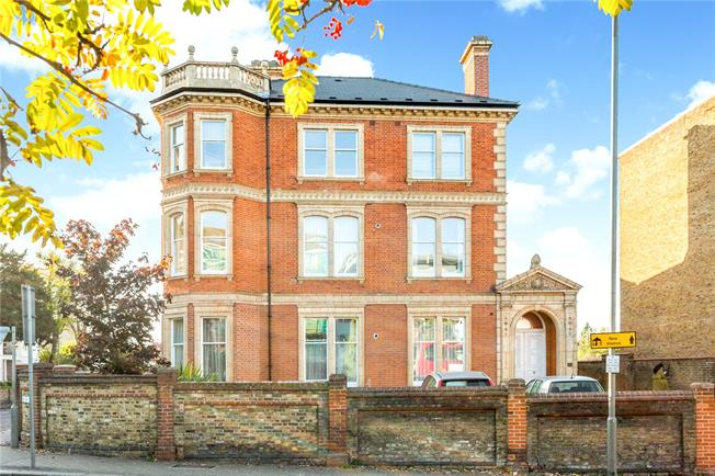 Asking Price £695,000, 2 Bedroom Flat For Sale in London, SW15