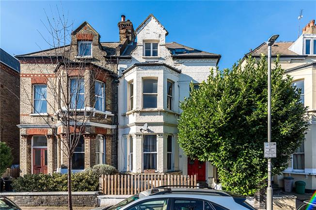 Asking Price £500,000, 2 Bedroom Flat For Sale in London, SW18